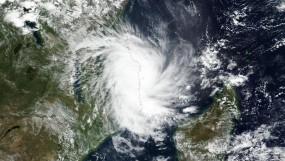 दक्षिण भारत की तरफ तेजी से बढ़ रहा 'फेनी' तूफान, 70 किलोमीटर प्रति घंटे की रफ्तार से चलेगी हवा
