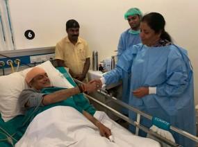 थरूर से मिलने अस्पताल पहुंची रक्षामंत्री, ट्वीट कर बोले शशि- अभिभूत हूं
