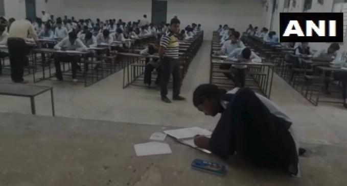 MP: दंग रहे जाएंगे इस लड़की के जुनून को देखकर, पैरों से लिखकर दे रही परीक्षा