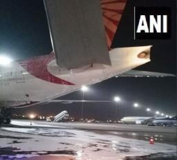 दिल्ली एयरपोर्ट पर एयर इंडिया के विमान में लगी आग, बड़ा हादसा टला