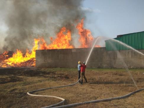 नागपुर के महलगांव कापसी में चार आरा मशीनों में आग