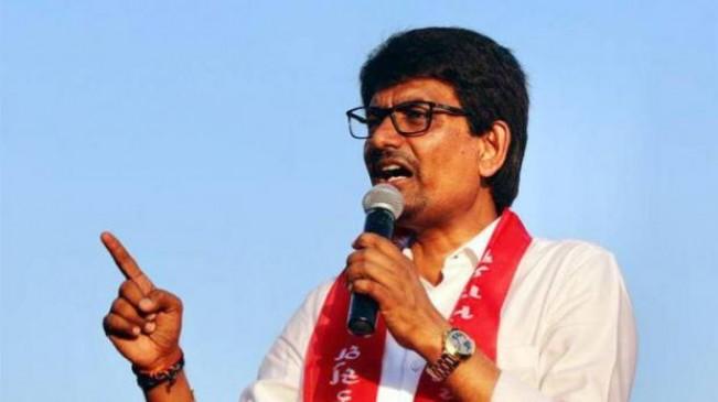 गुजरात में कांग्रेस को बड़ा झटका, ओबीसी नेता अल्पेश ठाकोर ने दिया इस्तीफा