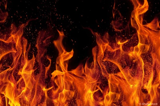 जबलपुर : बहुमंजिला इमारत में लगी आग, 200 लोगों की जान संकट में फंसी