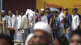 लोकसभा चुनाव: छिटपुट हिंसा, ईवीएम में गड़बड़ी के बीच हुआ पहले चरण का मतदान