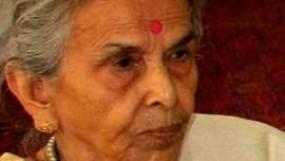 पीएम मोदी ने छुए 91 साल की प्रस्तावक के पैर, जानिए कौन हैं यह महिला
