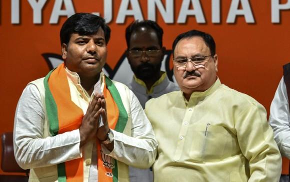 UP: गोरखपुर सांसद प्रवीण निषाद बीजेपी में शामिल, लड़ सकते हैं चुनाव