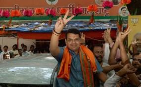 अब वोट मांगने यूपी-बिहार जाएंगे महाराष्ट्र के नेता, वाराणसी-गोरखपुर में प्रचार करेंगे फडणवीस, उड़ीसा जा रहे तावड़े