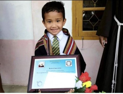घायल चूजे को अस्पताल ले जाने वाले बच्चे को Peta ने दिया 'दयालु बच्चा सम्मान'