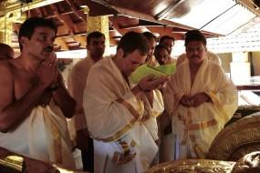 राहुल गांधी ने केरल की पापनाशिनी नदी में किया बलि तर्पणम अनुष्ठान