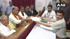 लखनऊ: रोड शो के बाद राजनाथ सिंह ने भरा नामांकन, 6 मई को होगी वोटिंग