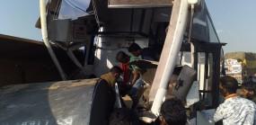 लोहे से लदे ट्रेलर और शिवशाहीबस की भिड़ंत, 16 यात्री बुरी तरह घायल