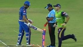 रोहित ने गुस्से में स्टंप्स पर मारा बल्ला, लगा मैच फीस का 15 फीसदी जुर्माना