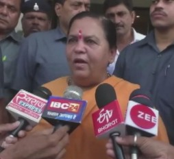 उमा भारती का विवादित बयान, कहा- प्रियंका गांधी वाड्रा चोर की पत्नी हैं