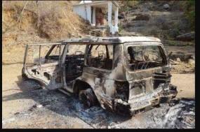 नक्सलियों ने पूर्व विधायक किशोर समरीते के वाहन को लगाई आग
