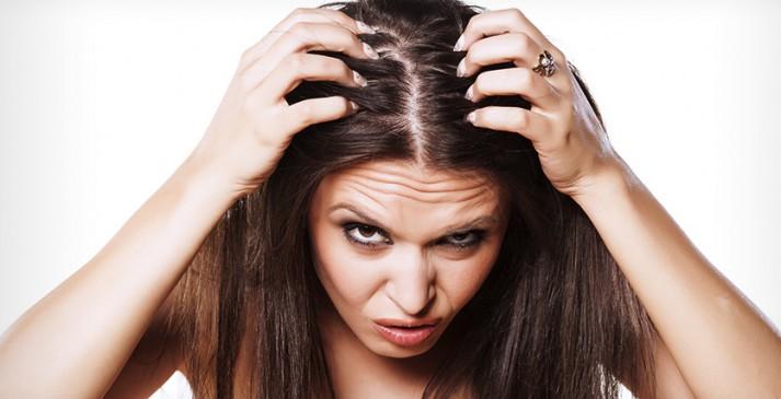 कम उम्र में सफेद बाल होने से आप भी हैं परेशान, ये हो सकती है वजह
