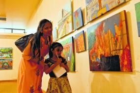 बच्चों ने उकेरी स्मार्ट नागपुर की तस्वीरें ,'गोंड राजा ते मेट्रो' को दर्शाया