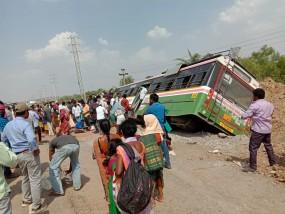 चलती बस में सोया ड्राइवर,बस में थे 70 यात्री सवार, हुआ दर्दनाक हादसा