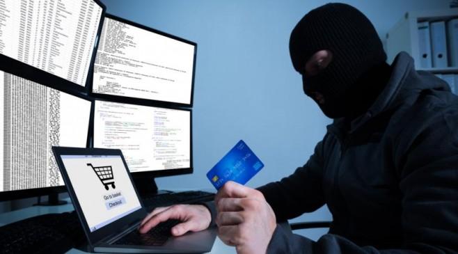 जेब में डेबिट कार्ड और गुड़गांव के एटीएम बूथ से निकल गए 25 हजार