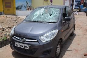 दो पक्षों में विवाद, जमकर चले पत्थर, वाहनों में की तोड़फोड़