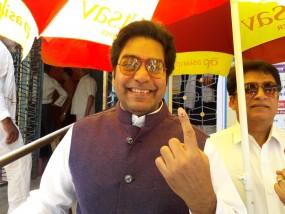 होशंगाबाद लोकसभा क्षेत्र : फिल्म अभिनेता आशुतोष राणा ने किया मतदान