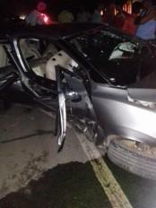 विवाह समारोह में शामिल होने जा रही कार हाइवे पर डिवाइडर से टकराई, 3 की मौत, 3 घायल