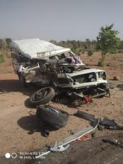 बोलेरो कार की भीषण टक्कर, एक मृत 10 घायल