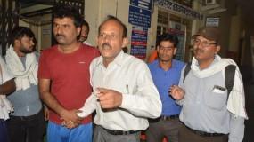 सरकारी कर्मचारी के खाते से गायब हो गए 1 लाख रुपए, बैंक में हुआ बेहोश
