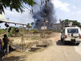 कचरे में लगी आग की चिंगारी पहुंची फर्नीचर गोदाम तक, लाखों का सामान जलकर खाक