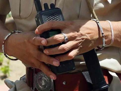 महिला पुलिसकर्मी के सामने गंदी हरकत के आरोप में धराया कांस्टेबल
