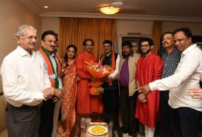 जीत की खुशी बांटने मातोश्री पहुंचे भाजपाई, उद्धव ने राज की खिल्ली उड़ाई, सीएम बोलो- अब मिलकर लड़ेंगे विधानसभा चुनाव