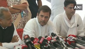 अलवर गैंगरेप पीड़िता से मिले राहुल, कहा- यह राजनीतिक मुद्दा नहीं, होगा न्याय