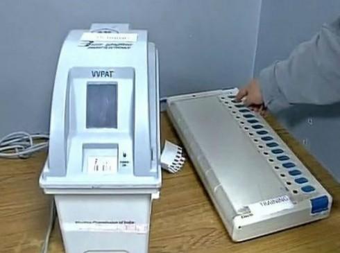 मतदान की सेल्फी वायरल करने पर मामला दर्ज