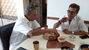 चोट लगे तुझको तो दर्द मुझे होता है : 50 साल से एक ही थाली में खाना खा रहे दो सगे भाई