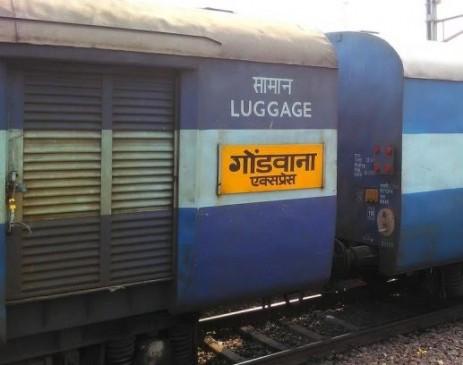 प्लेटफार्म पर खड़ी रही ट्रेन इंजन गायब, कंट्रोल में कॉल लगाकर मांगी मदद