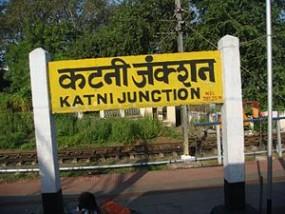 रेल यात्रियों की सुरक्षा में हद दर्जे की लापरवाही, हर कदम पर खतरा