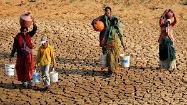 पानी की किल्लत से प्रभावित गांवों में टैंकरों से पहुंचेगा साफ पानी, सूखे जैसी स्थिति