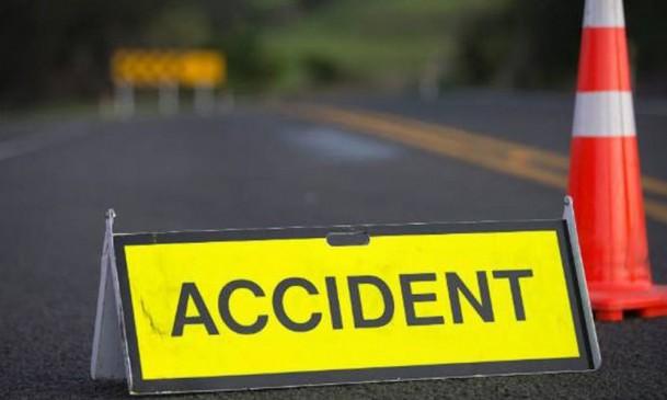 यात्री बस पलटने से ड्राइवर की मौत,7 गंभीर रूप से घायल