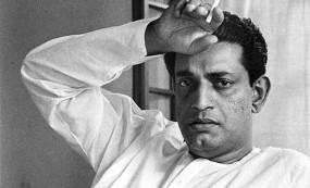 Satyajit Ray Birthday: ऐसे आया फिल्में बनाने का आइडिया, पत्नी के गहने बेचकर बनाई पहली फिल्म