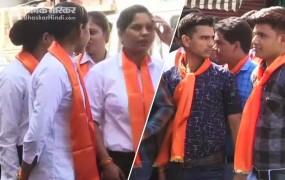 दिग्गी के रोड शो में भगवा स्कार्फ में दिखे पुलिसकर्मी, भाजपा जाएगी चुनाव आयोग