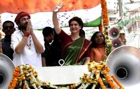 मिर्जापुर में प्रियंका बोलीं - इससे तो अच्छा अमिताभ बच्चन को पीएम बना देते