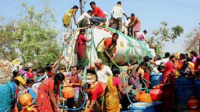 सीएम ने कहा- टैंकरों से नांदेड़ के गांव-गांव पहुंचाओ भरपूर पानी, नागपुर में नदी-तालाब और नालों की सफाई का निर्देश