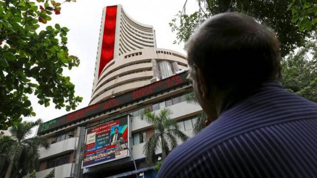 लगातार 10वें दिन शेयर बाजार गिरावट के साथ बंद, सेंसेक्स 80.30 और निफ्टी 18.50 अंक लुढ़का