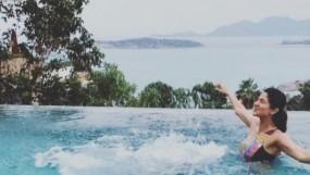बेटे संग पूल में चिल कर रही शिल्पा शेट्टी, थाइलैंड में मना रही फैमिली हॉलीडे