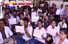 मेडिकल में हुए एडमिशन के अध्यादेश पर हस्ताक्षर के बाद छात्रों का आंदोलन खत्म