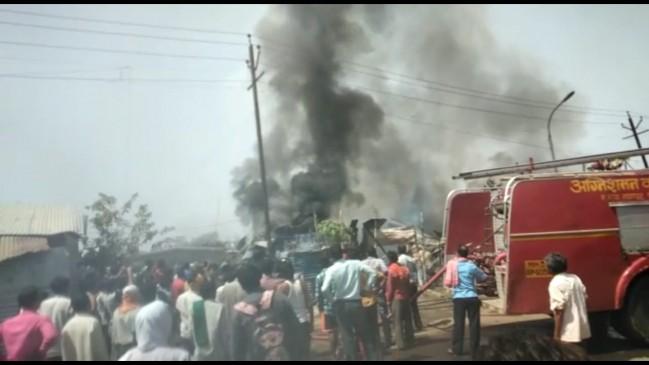 महज 20 मिनट में खाक हो गए 11 आशियाने, 6 गैस सिलेंडरों में हुआ विस्फोट