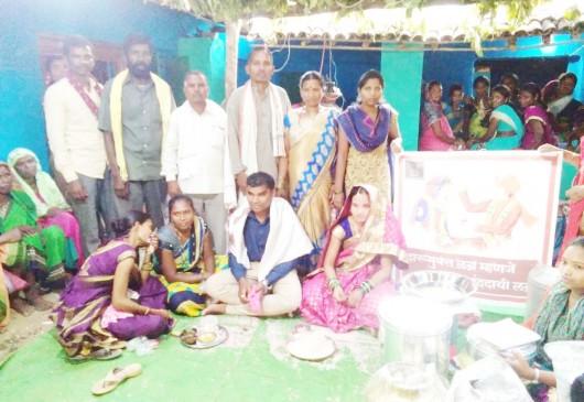 आदिवासी गांव में युवाओं ने तोड़ी सदिया पुरानी कुरीति, शराब मुक्ति के निपटा रहे विवाह समारोह