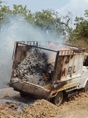 हाईटेंशन लाइन टच हो जाने से तेंदूपत्ता से लोड ट्रक जलकर खाक