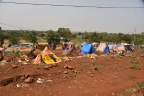 गर्मी से मासूम व वृद्ध की मौत, नारकीय जीवन जी रहे हैं तिलहरी में विस्थापित