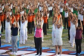 योग दिवस : शहर भर में हुए अनेक कार्यक्रम ,अधिकारियों ने लिया भाग