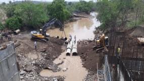 यवतमाल में पुल ढहने सेबोरी तुलजापुर महामार्ग ठप,दोनों ओर वाहनों की लंबी कतारें